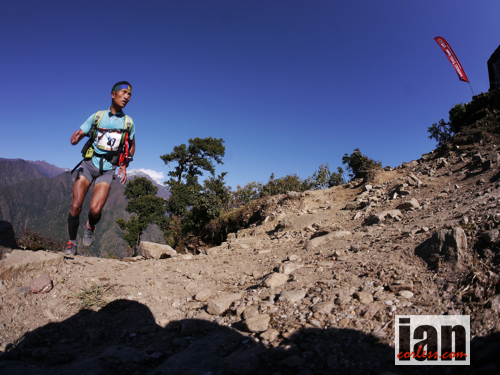 copyright-iancorless-com source: http://iancorless.org/2013/11/11/everest-trail-race-day-7-race-day-4-kharikhola-phakding/