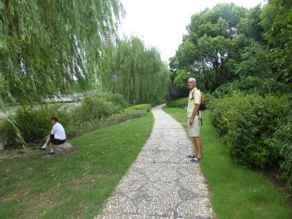 walking the path along the Zangziabang canal between Century park and the Huangpu river1 @ Marjan Slaats
