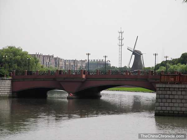 source: http://www.vagabondjourney.com/shanghai-new-neatherlands-dutch-town-gaoqiao/